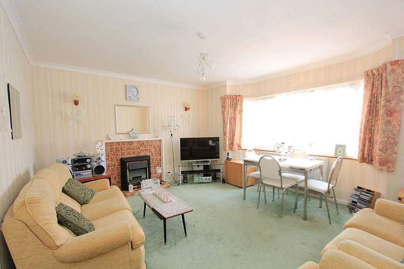 2 Bedrooms Flat for sale in Severn Drive, London, London, EN1 4LX