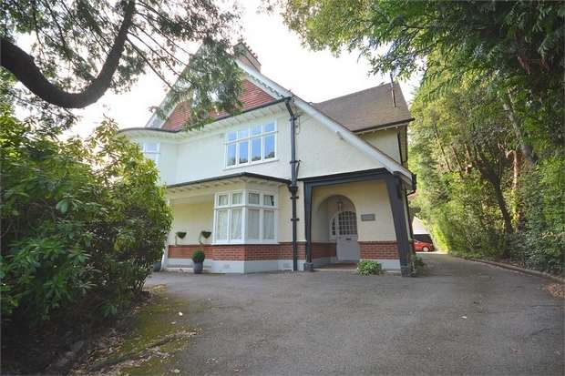 2 Bedrooms Flat for sale in St Winifreds Road, Meyrick Park, Bournemouth