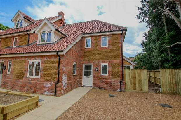 3 Bedrooms Terraced House for sale in 6 Hitch Close, Heacham