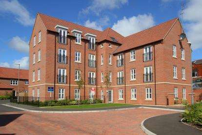 2 Bedrooms Flat for sale in Vicarage Walk, Clowne, Chesterfield, Derbyshire