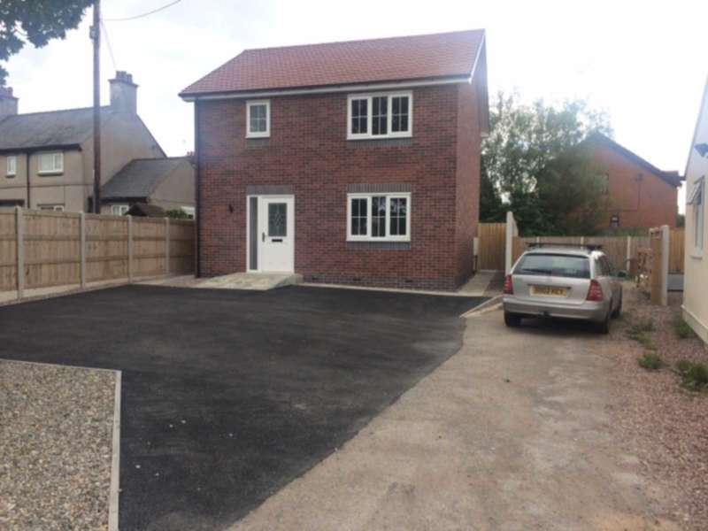 3 Bedrooms Detached House for sale in Bryn Lane, New Brighton, Nr Mold, Flintshire. CH7 6RD