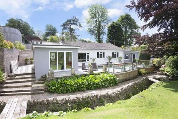 4 Bedrooms Detached Bungalow for sale in Spring Road, Frome