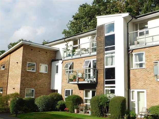 2 Bedrooms Flat for sale in Embercourt Road, Thames Ditton