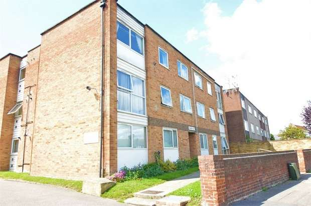 2 Bedrooms Flat for sale in Rushton Court, Blindmans Lane, Cheshunt, Hertfordshire