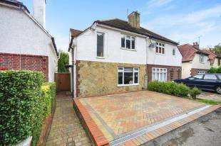 3 Bedrooms Semi Detached House for sale in Downsway, Whyteleafe, Surrey