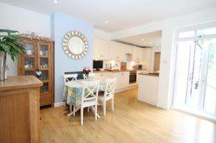 3 Bedrooms Terraced House for sale in Suffolk Road, Sidcup