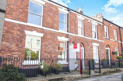 3 Bedrooms Terraced House for sale in Great King Street, Macclesfield, Cheshire