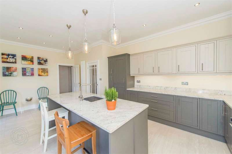 4 Bedrooms Semi Detached House for sale in Bolton Road, Bradshaw, Bolton, BL2