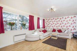 2 Bedrooms Flat for sale in Orchard Way, Croydon