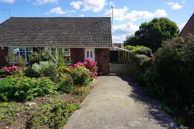 2 Bedrooms Semi Detached Bungalow for sale in Park Rise, Hunmanby, YO14 0NJ