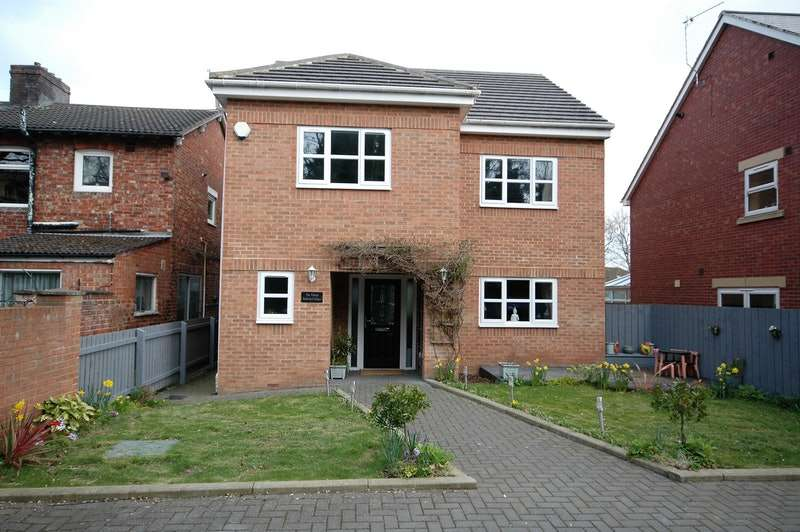 5 Bedrooms Detached House for sale in Railway cottages, Nunthorpe , Middlesbrough, North Yorkshire, TS7