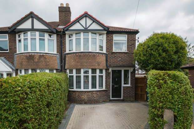 3 Bedrooms Semi Detached House for sale in Farndon Drive, Timperley
