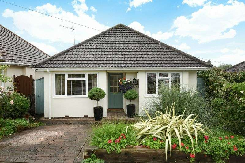 2 Bedrooms Detached Bungalow for sale in The Courtway, Carpenders Park