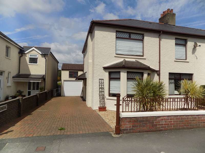 4 Bedrooms Semi Detached House for sale in Grove Road, Bridgend. CF31 3EF