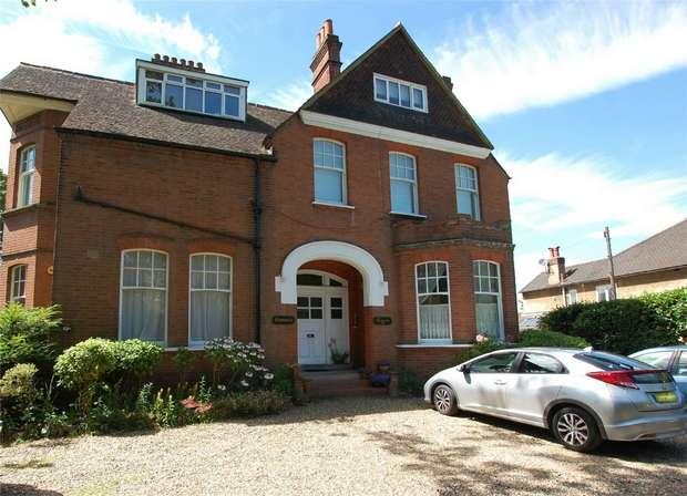 2 Bedrooms Flat for sale in Grange Wood, 89 Copers Cope Road, BECKENHAM, Kent