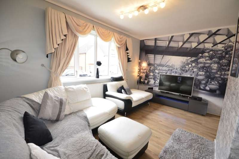 2 Bedrooms Flat for sale in Lark Hill, Farnworth, Bolton, BL4