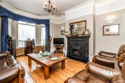 6 Bedrooms Terraced House for sale in Burton Road, Manchester, Greater Manchester