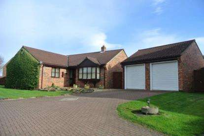 3 Bedrooms Bungalow for sale in North Meadow, Hutton Rudby, Yarm