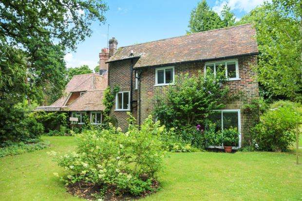 3 Bedrooms Detached House for sale in Midhurst, West Sussex, .