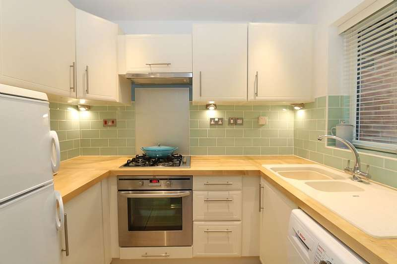 2 Bedrooms Terraced House for sale in 19, The Pastures, Ware, Hertfordshire, SG12 0XT