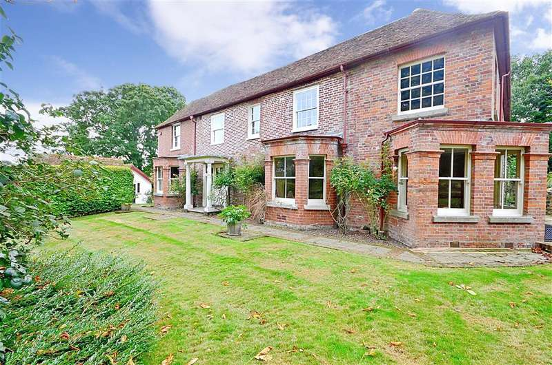 5 Bedrooms Detached House for sale in Canterbury Road, Lyminge, Folkestone, Kent
