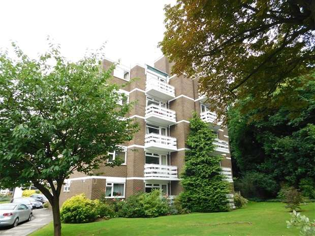 2 Bedrooms Flat for sale in Mountcombe Close, Surbiton