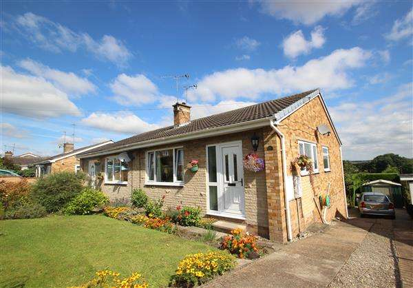 3 Bedrooms Semi Detached Bungalow for sale in Springvale Rise, Hemsworth