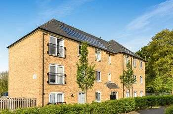 2 Bedrooms Flat for sale in Waratah Drive, Elmstead Woods, Chislehurst, Kent, BR7 5FP
