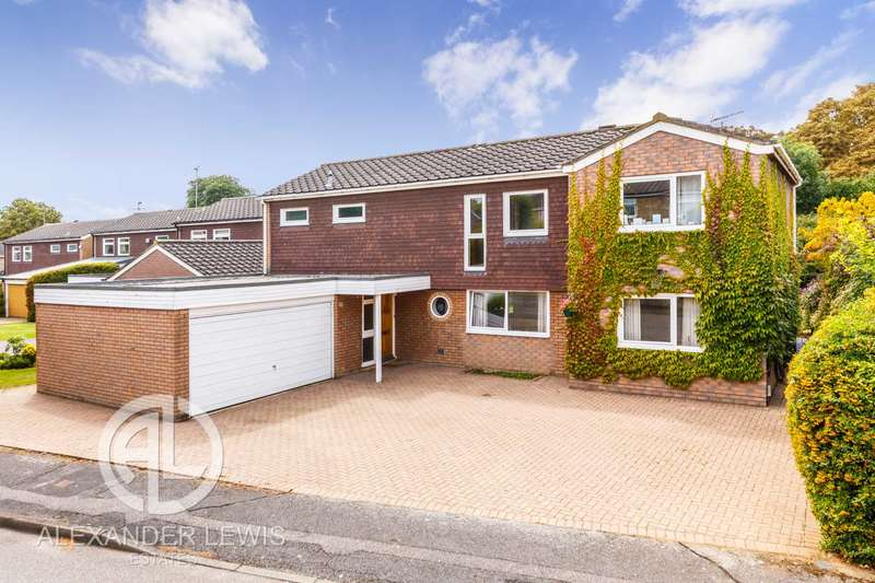 5 Bedrooms Detached House for sale in Broadcroft, Letchworth Garden City SG6 3UA