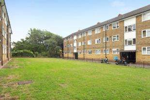 3 Bedrooms Flat for sale in Bulow Court, Pearscroft Road, Fulham, London