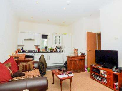 2 Bedrooms Flat for sale in 23 Denmark Road, Cowes, Isle Of Wight