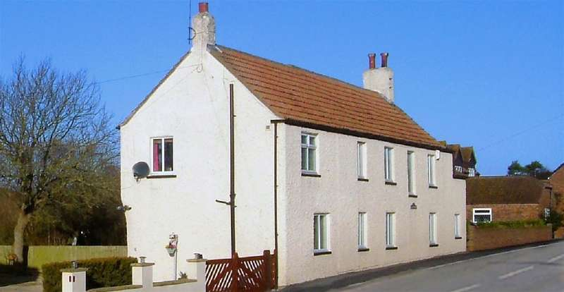 4 Bedrooms Village House for sale in Main Street, Buckton, Bridlington, YO15 1HU