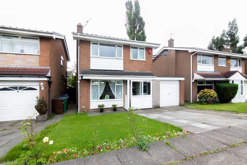 3 Bedrooms Detached House for sale in Sheringham Drive, Bury, Greater Manchester, BL8