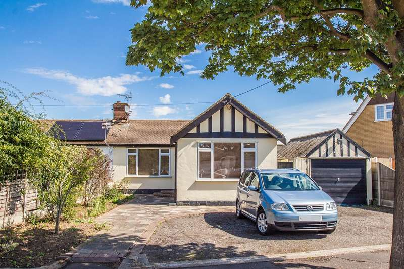 3 Bedrooms Semi Detached Bungalow for sale in Hawkesbury Road, Canvey Island, SS8