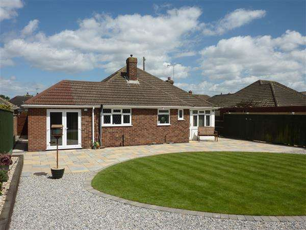 2 Bedrooms Detached Bungalow for sale in ST ANDREWS DRIVE, GRIMSBY
