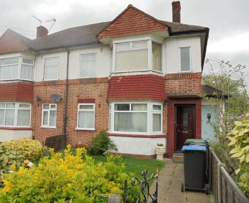 2 Bedrooms Ground Maisonette Flat for sale in Greenmoor Road, Enfield, Middlesex, EN3 7HJ