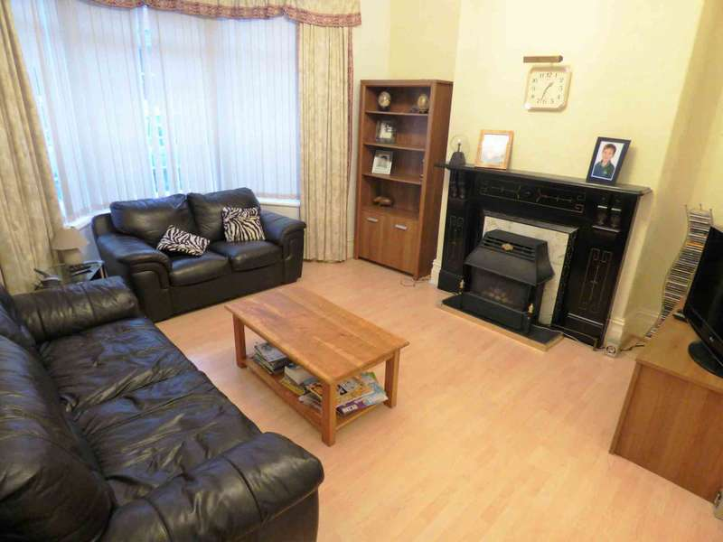 4 Bedrooms Terraced House for sale in *** REDUCED *** Queen Street, Redcar