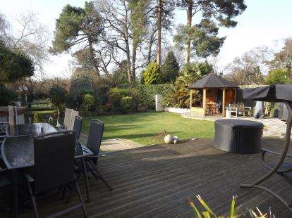 6 Bedrooms Detached House for sale in Christchurch, Dorset