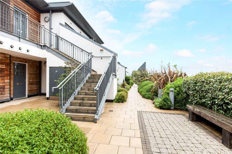 2 Bedrooms Flat for sale in Attfield, Park Way, Newbury, Berkshire, RG14