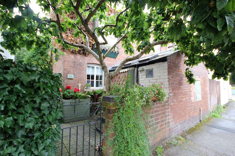 2 Bedrooms Semi Detached House for sale in Pinkett Street, Northwick, Worcester, WR3