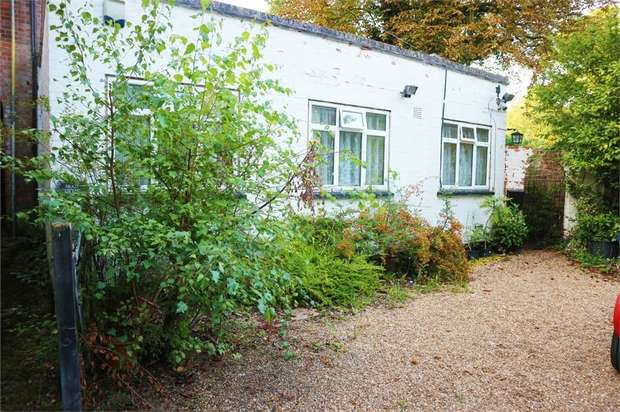 2 Bedrooms Semi Detached Bungalow for sale in Woburn Hill, Addlestone, Surrey