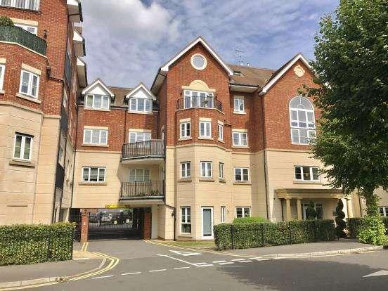 2 Bedrooms Flat for sale in Rosemount Avenue, West Byfleet, Surrey
