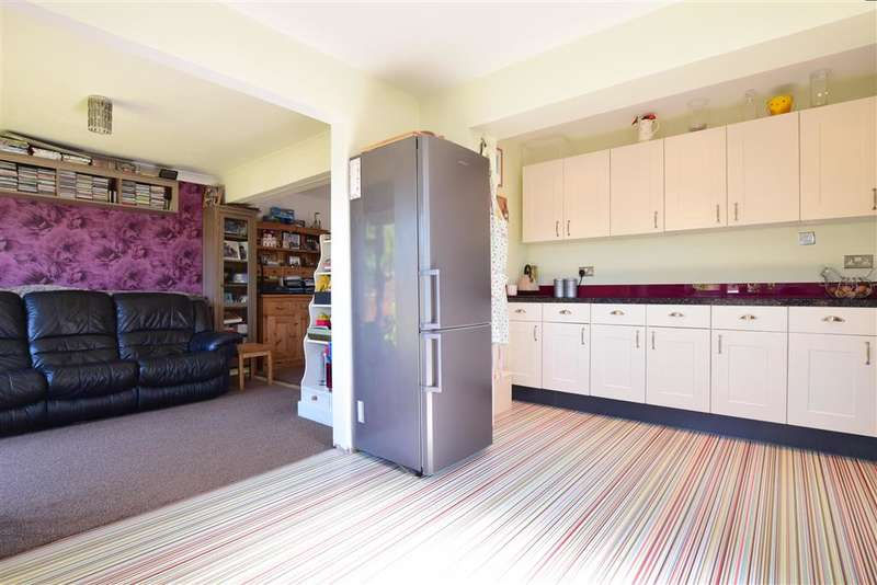 3 Bedrooms Semi Detached House for sale in Prochurch Road, Waterlooville, Hampshire