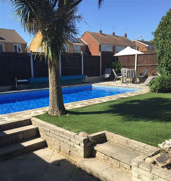 3 Bedrooms Semi Detached House for sale in Jefferies Way, Stanford Le Hope