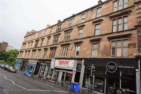 3 Bedrooms Flat for sale in Gibson Street, Hillhead, G12
