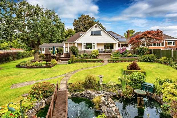 3 Bedrooms Detached Bungalow for sale in Craigavon, Limekiln Bank, St Georges, Telford, Shropshire