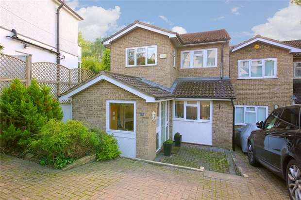 3 Bedrooms Semi Detached House for sale in Radlett Park Road, RADLETT, Hertfordshire