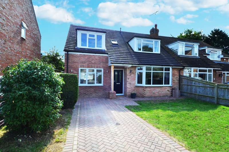 4 Bedrooms Semi Detached House for sale in Strathcona Close, Flackwell Heath, HP10