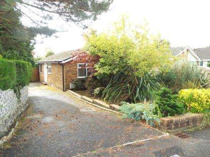 2 Bedrooms Bungalow for sale in Broadstone, Dorset