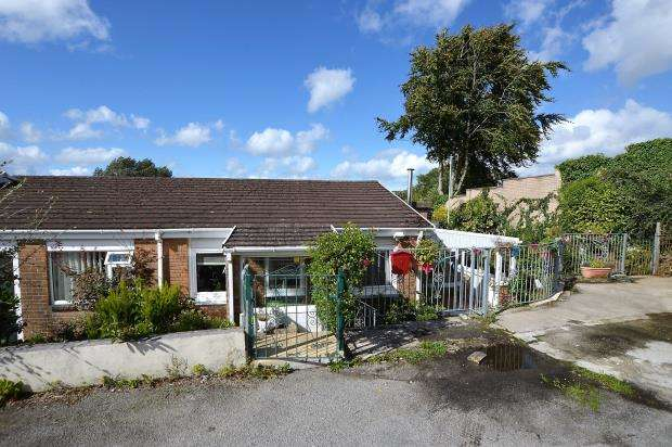 2 Bedrooms Bungalow for sale in Sunningdale Road, Saltash, Cornwall